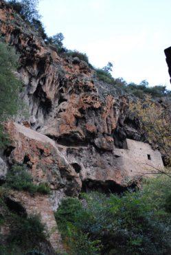 Scorcio di Cotignac - la parete di tufo - foto Provenza da Scoprire
